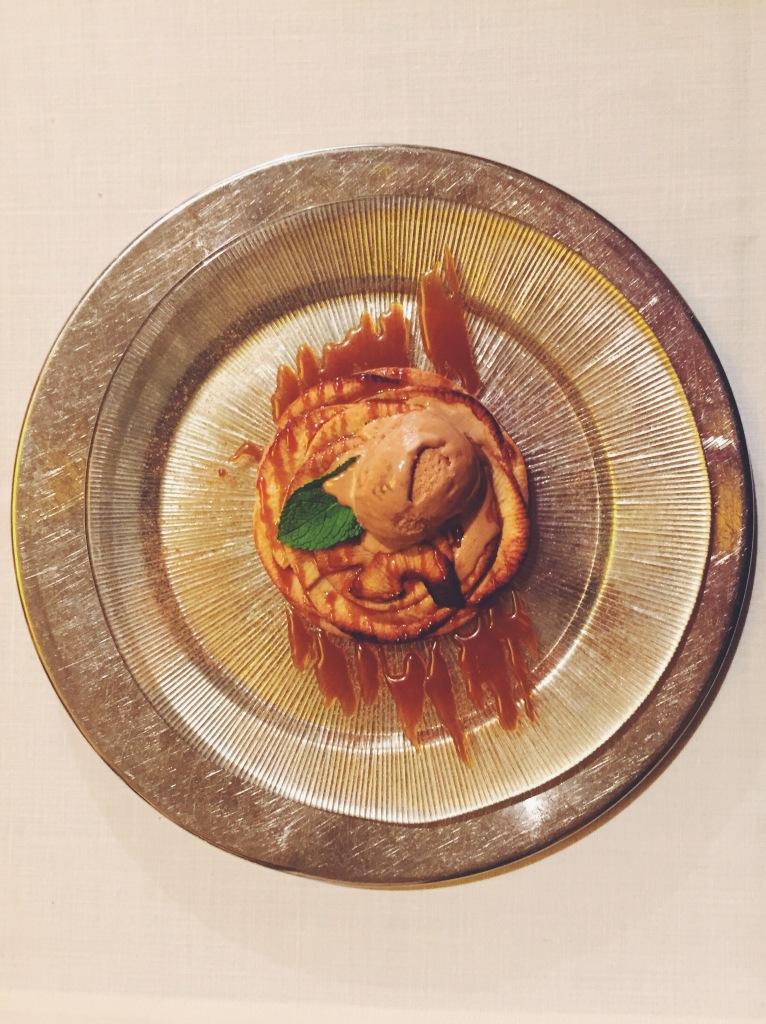Tarta fina de manzana con helado de toffee del restaurante El Principal de l'Eixample