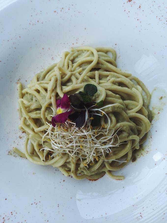 Spaghetti carbonara de aguacate de Merkado